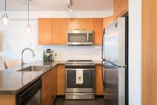 """Photo 3: 1 1250 W 6TH Avenue in Vancouver: Fairview VW Townhouse for sale in """"Silver"""" (Vancouver West)  : MLS®# R2624702"""