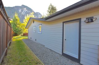 Photo 9: 38028 GUILFORD Drive in Squamish: Valleycliffe House for sale : MLS®# R2217229