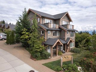 """Photo 2: 4 728 GIBSONS Way in Gibsons: Gibsons & Area Townhouse for sale in """"Islandview Lanes"""" (Sunshine Coast)  : MLS®# R2538180"""