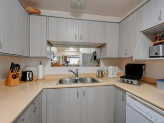 Photo 8: 6 1356 Slater St in : Vi Mayfair Row/Townhouse for sale (Victoria)  : MLS®# 884232