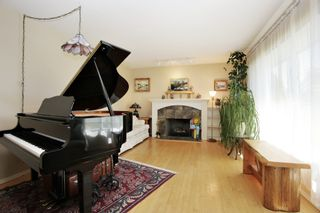 Photo 2: 46461 MAYFAIR Avenue in Chilliwack: Chilliwack N Yale-Well House for sale : MLS®# R2595408