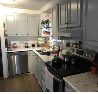 """Photo 4: 105 8220 KING GEORGE Boulevard in Surrey: Bear Creek Green Timbers Manufactured Home for sale in """"CRESTWAY BAYS"""" : MLS®# R2596565"""
