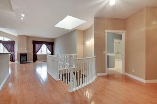 Photo 3: 212 SIMCOE Place SW in Calgary: Signal Hill Semi Detached for sale : MLS®# C4293353