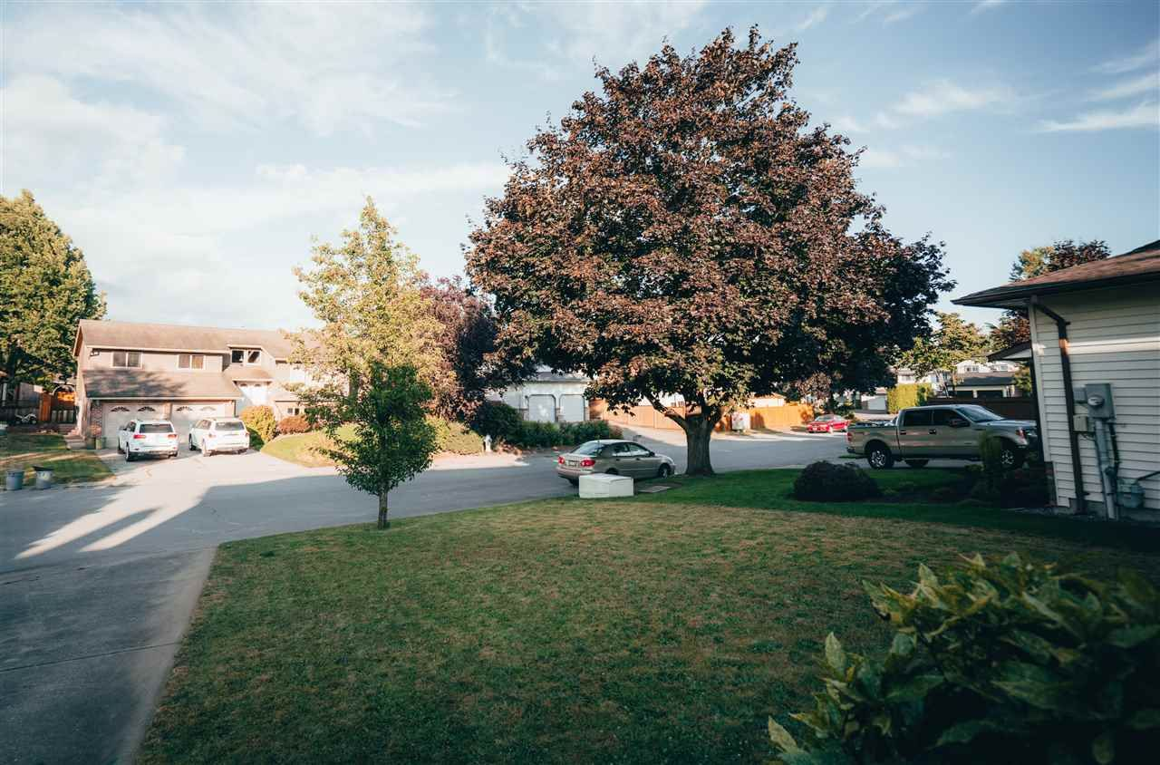 Photo 3: Photos: 3655 FIFE Place in Abbotsford: Central Abbotsford House for sale : MLS®# R2479390