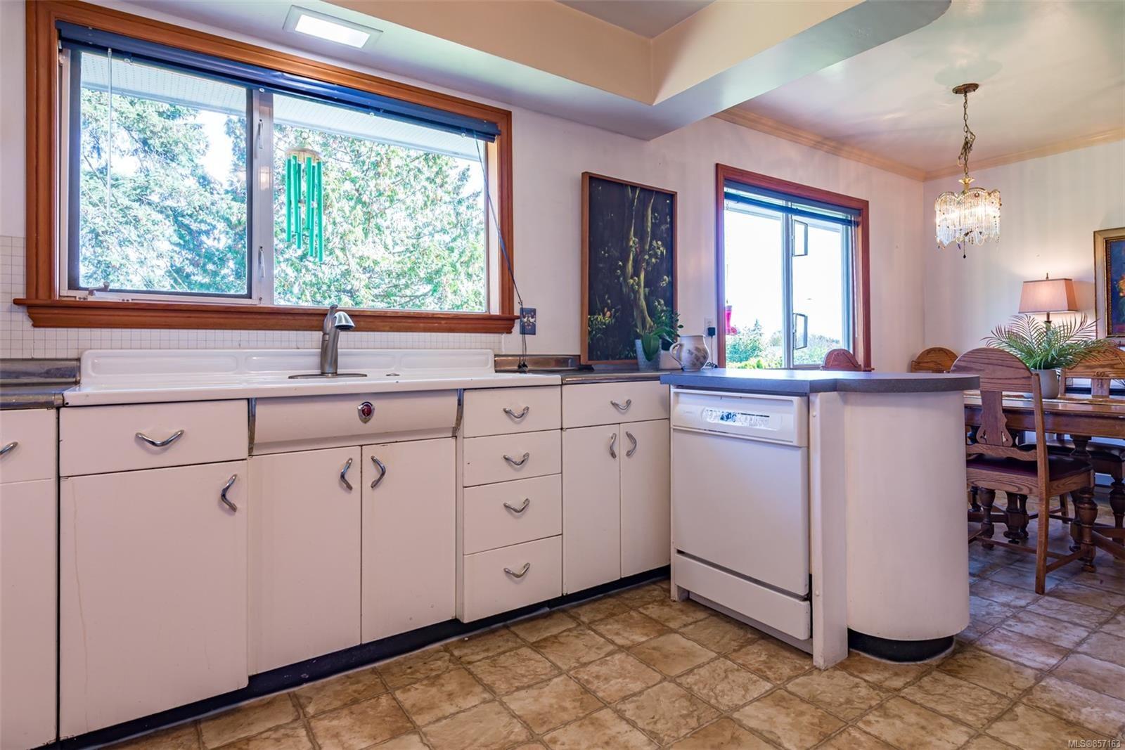 Photo 18: Photos: 4241 Buddington Rd in : CV Courtenay South House for sale (Comox Valley)  : MLS®# 857163
