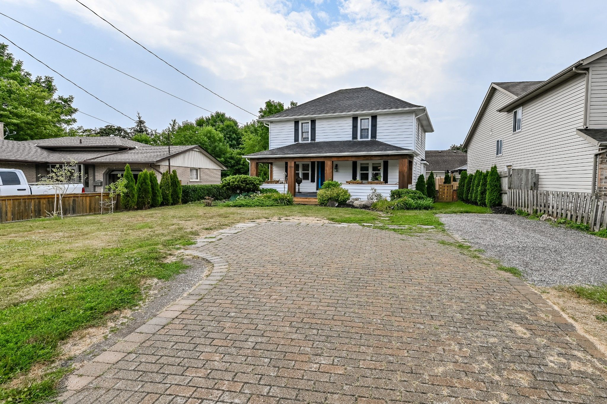 Main Photo: 290 Lakehore Road in St. Catharines: House for sale : MLS®# H4082596