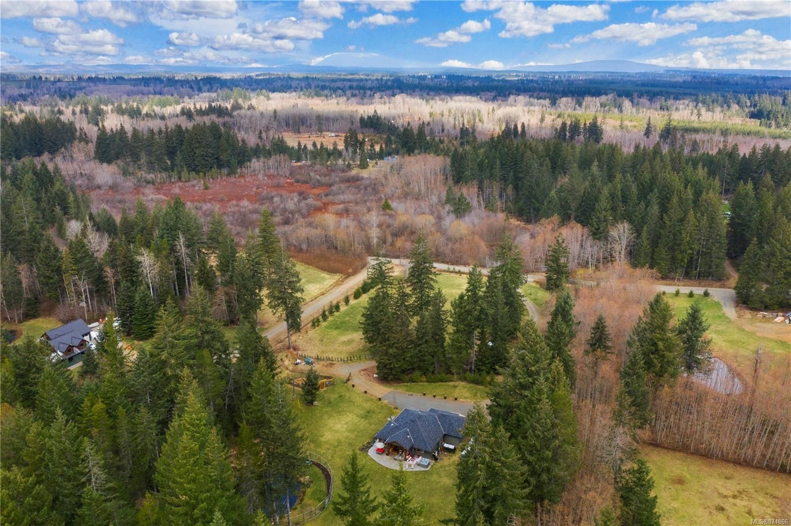 Main Photo: 3809 Woodland Dr in : CR Campbell River South House for sale (Campbell River)  : MLS®# 871866