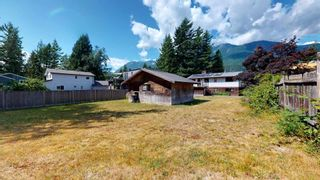 Photo 25: 41772 GOVERNMENT Road in Squamish: Brackendale House for sale : MLS®# R2603967