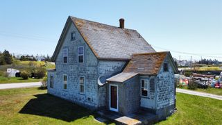 Photo 2: 2844 Main Street in Clark's Harbour: 407-Shelburne County Residential for sale (South Shore)  : MLS®# 202113865