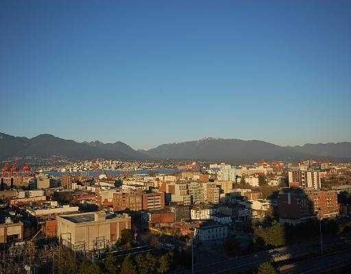 """Main Photo: 1701 125 MILROSS Avenue in Vancouver: Mount Pleasant VE Condo for sale in """"CREEKSIDE"""" (Vancouver East)  : MLS®# V725438"""