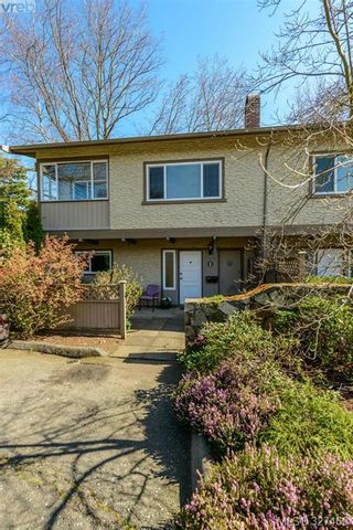 Photo 1: 1 1705 Feltham Rd in VICTORIA: SE Lambrick Park Row/Townhouse for sale (Saanich East)  : MLS®# 649455