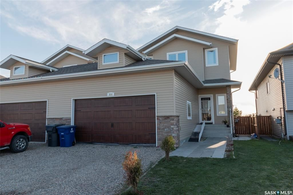 Main Photo: 330 1st Avenue North in Martensville: Residential for sale : MLS®# SK854811