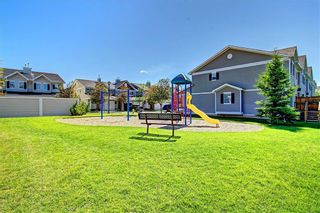 Photo 25: 51 COUNTRY VILLAGE Villas NE in Calgary: Country Hills Village Row/Townhouse for sale : MLS®# C4280455