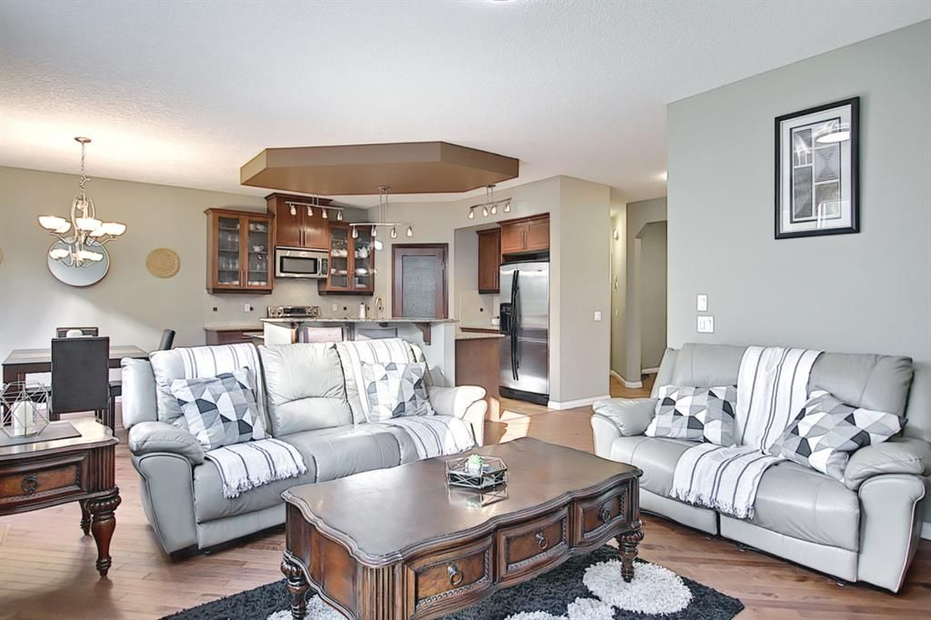 Photo 4: Photos: 14 ASPEN HILLS Manor SW in Calgary: Aspen Woods Detached for sale : MLS®# A1116032
