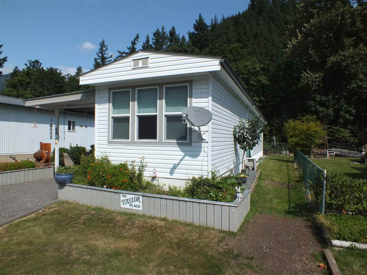 Main Photo: 9B 65367 KAWKAWA LAKE Road in Hope: Hope Kawkawa Lake Manufactured Home for sale : MLS®# R2394967