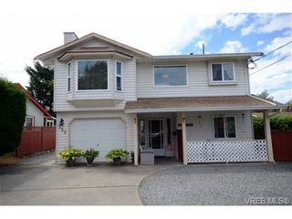 Photo 1: 735 Kelly Rd in VICTORIA: Co Hatley Park House for sale (Colwood)  : MLS®# 735095