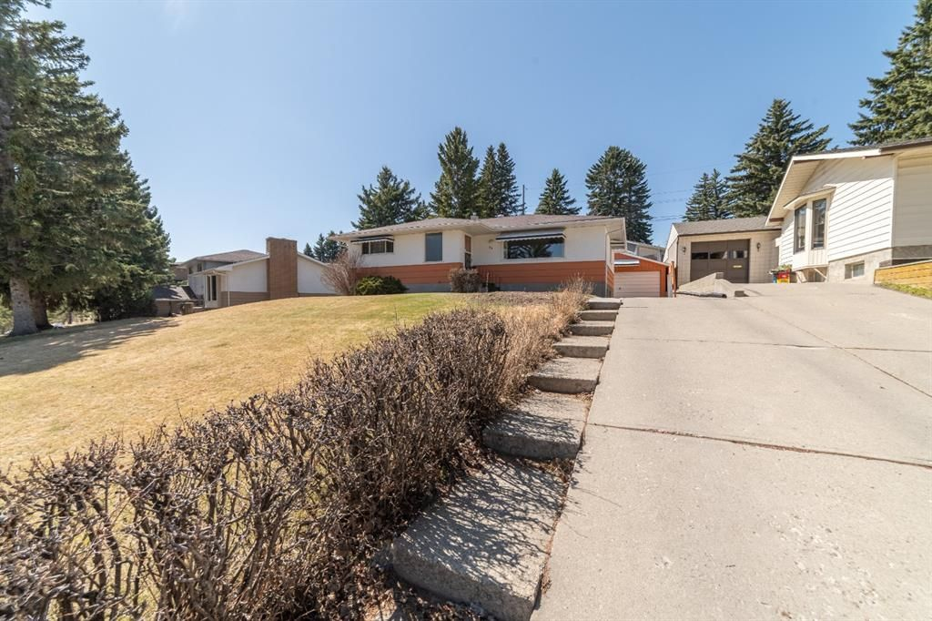 Main Photo: 30 Roselawn Crescent NW in Calgary: Rosemont Detached for sale : MLS®# A1098452