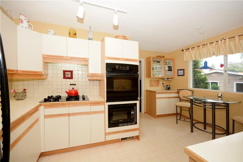 Photo 11: Photos: 3148 BREEN Crescent NW in Calgary: Brentwood House for sale : MLS®# C4121729