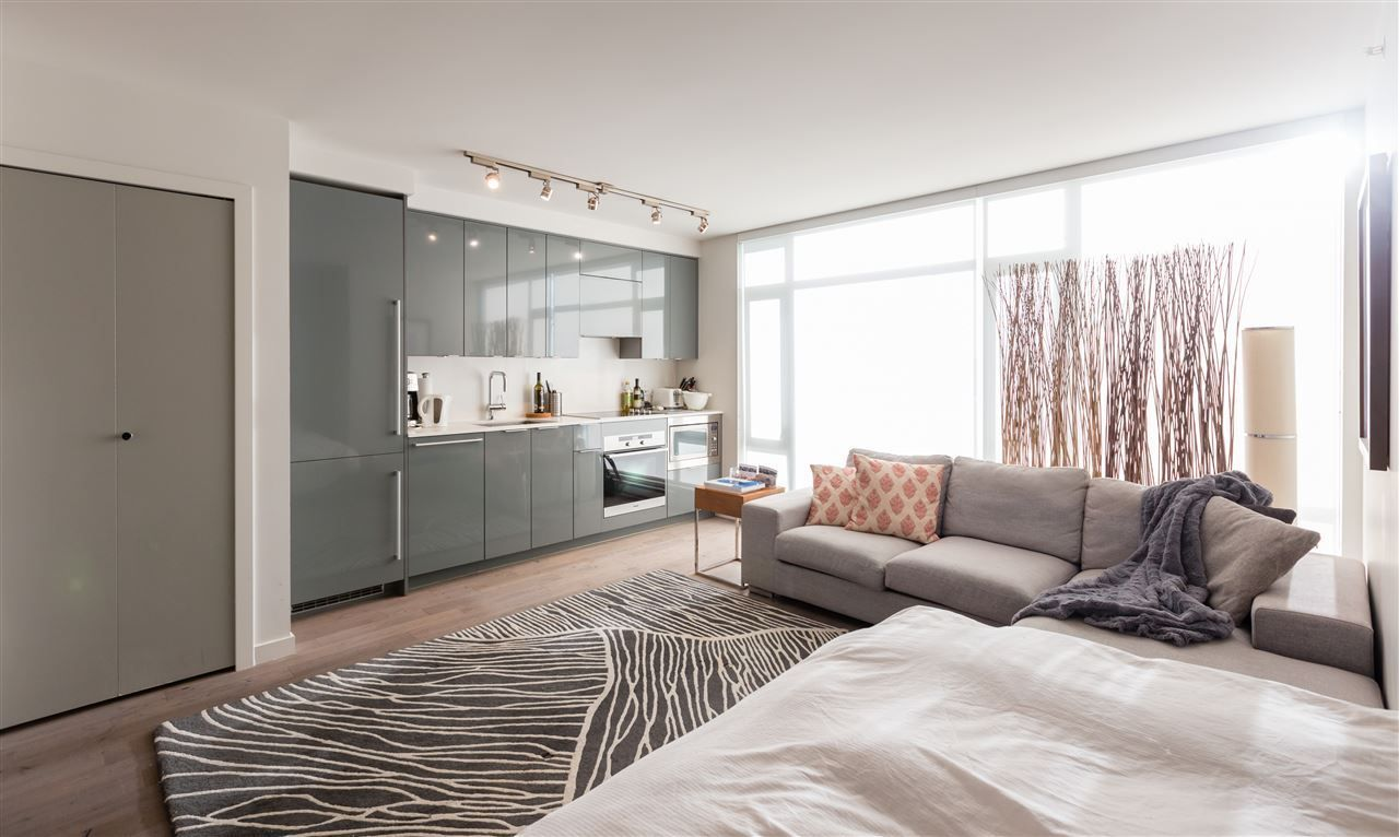 """Main Photo: 2106 161 W GEORGIA Street in Vancouver: Downtown VW Condo for sale in """"Cosmo by Concord Pacific"""" (Vancouver West)  : MLS®# R2538446"""
