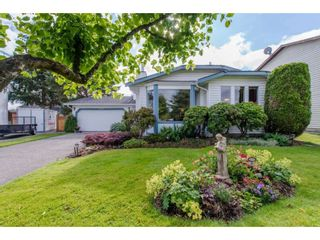 "Photo 1: 9578 212B Street in Langley: Walnut Grove House for sale in ""WALNUT GROVE"" : MLS®# R2080902"