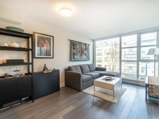 """Photo 1: 303 538 W 7TH Avenue in Vancouver: Fairview VW Condo for sale in """"CAMBIE +7"""" (Vancouver West)  : MLS®# R2332331"""