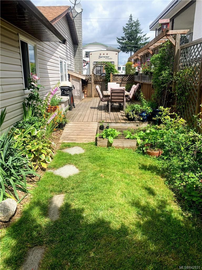 Photo 19: Photos: 2147 Weiler Ave in Sidney: Si Sidney South-West Half Duplex for sale : MLS®# 842931