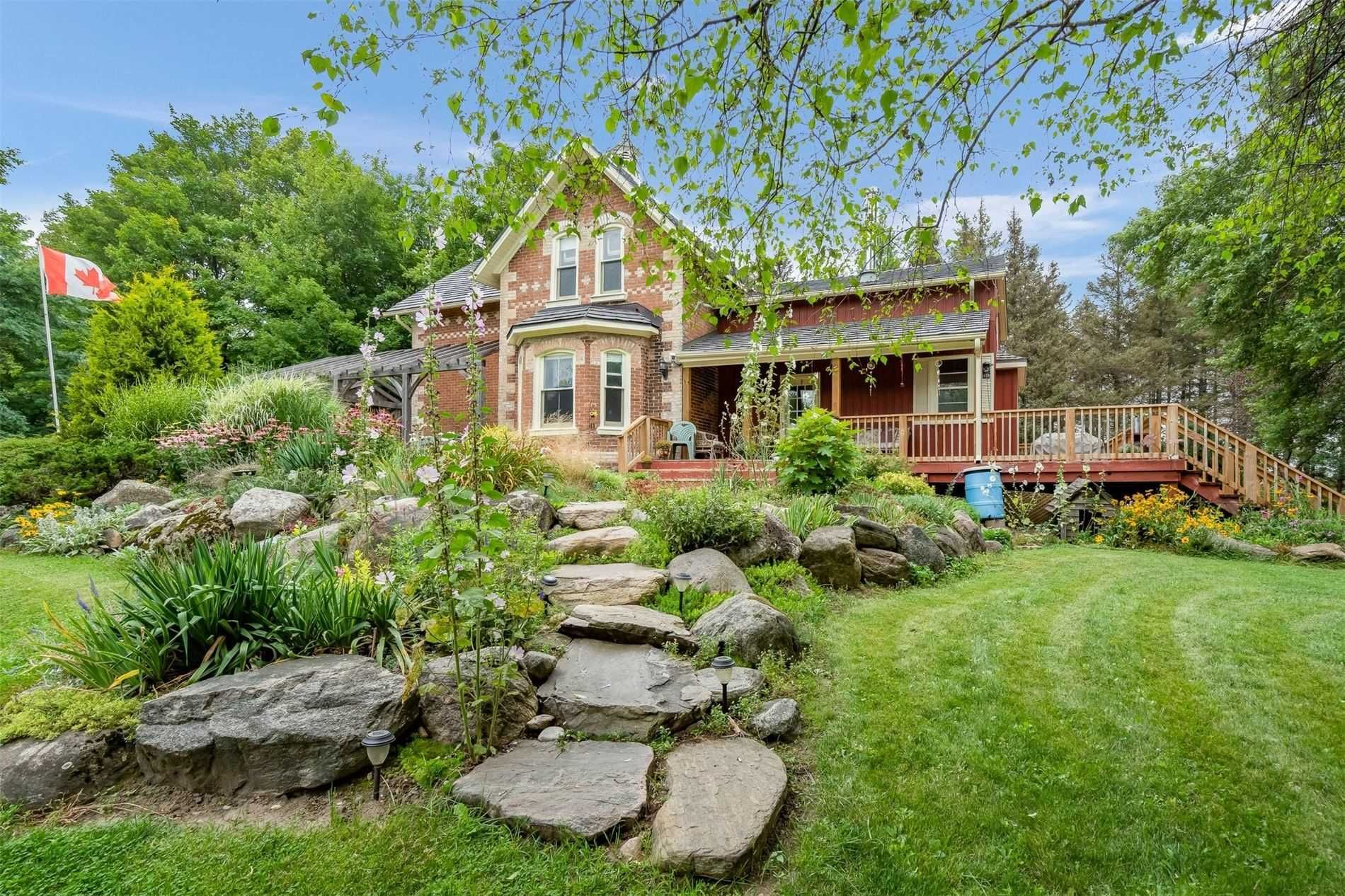 Main Photo: 796149 E 3rd Line in Mulmur: Rural Mulmur House (2-Storey) for sale : MLS®# X5340569