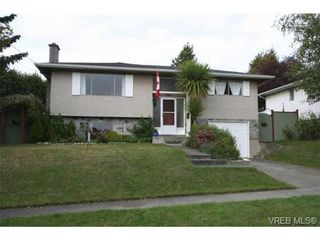 Photo 1: 645 Raynor Ave in VICTORIA: VW Victoria West House for sale (Victoria West)  : MLS®# 486129