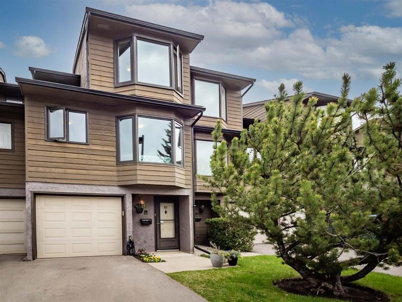 FEATURED LISTING: 20 - 23 Glamis Drive Southwest Calgary