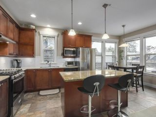 """Photo 5: 229 E QUEENS Road in North Vancouver: Upper Lonsdale Townhouse for sale in """"QUEENS COURT"""" : MLS®# R2362718"""