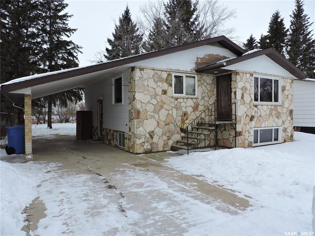 Main Photo: 137 1st Street West in Canora: Residential for sale : MLS®# SK838588
