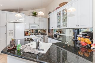 Photo 13: 15288 ROYAL Ave: White Rock Home for sale ()  : MLS®# F1442674