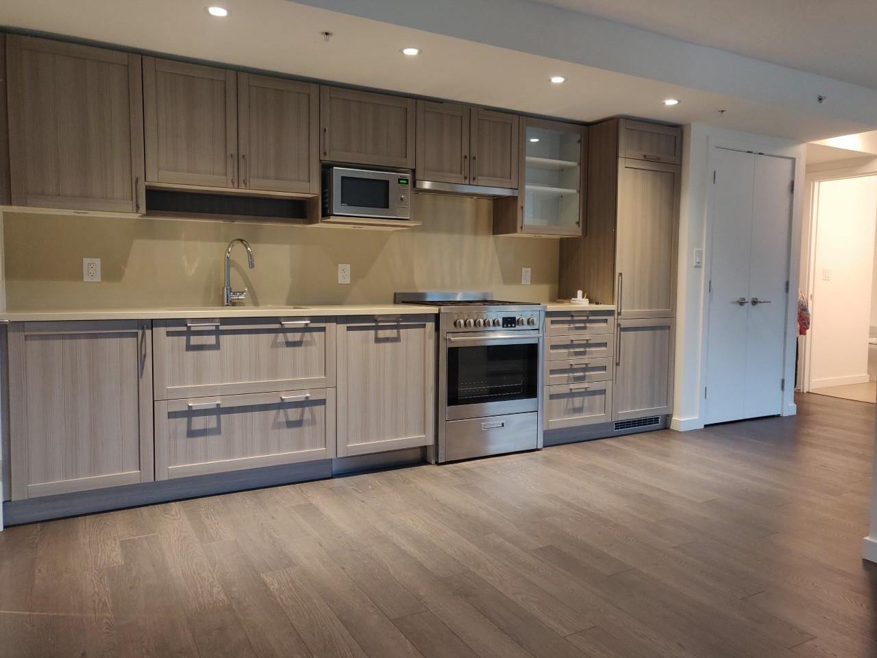 """Photo 7: Photos: 205 5515 BOUNDARY Road in Vancouver: Collingwood VE Condo for sale in """"WALL CENTER CETNRAL PARK"""" (Vancouver East)  : MLS®# R2516109"""