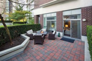 """Photo 15: 102 550 PACIFIC Street in Vancouver: Yaletown Condo for sale in """"AQUA AT THE PARK"""" (Vancouver West)  : MLS®# R2221945"""