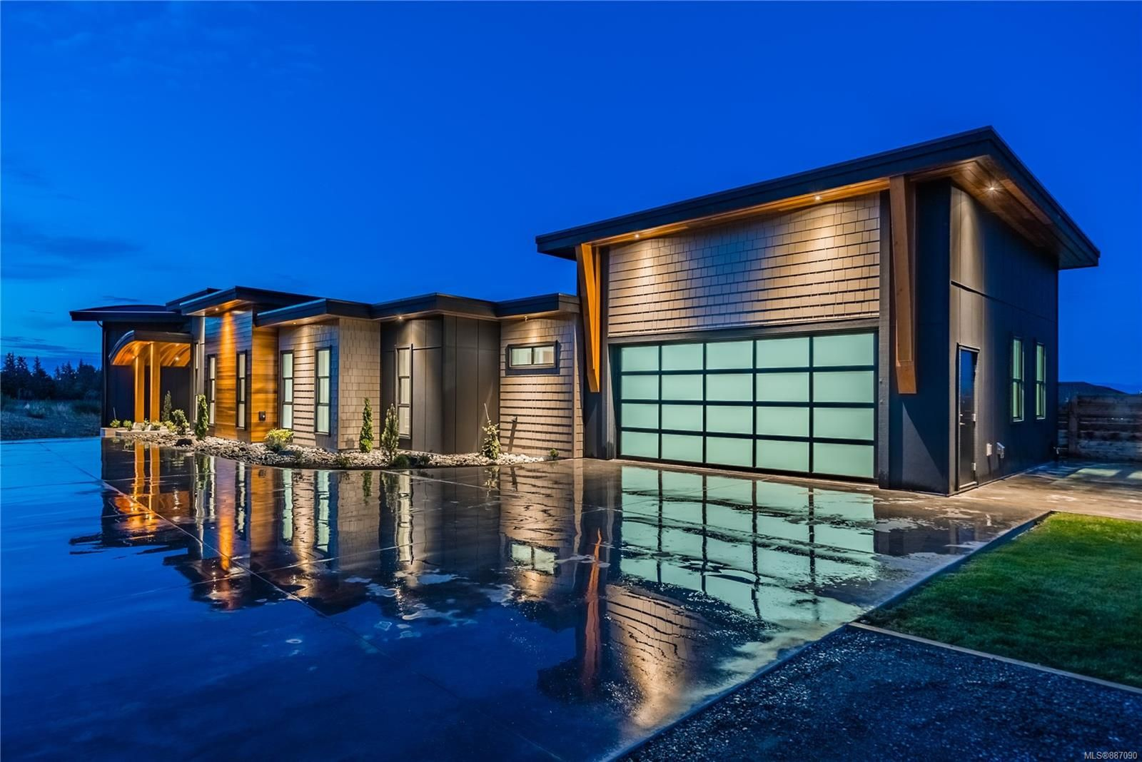 Main Photo: 584 Arizona Dr in : CR Willow Point House for sale (Campbell River)  : MLS®# 887090