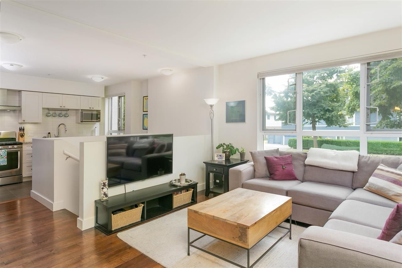 """Photo 3: Photos: 401 E 16TH Avenue in Vancouver: Mount Pleasant VE Condo for sale in """"Sixteen East"""" (Vancouver East)  : MLS®# R2494870"""