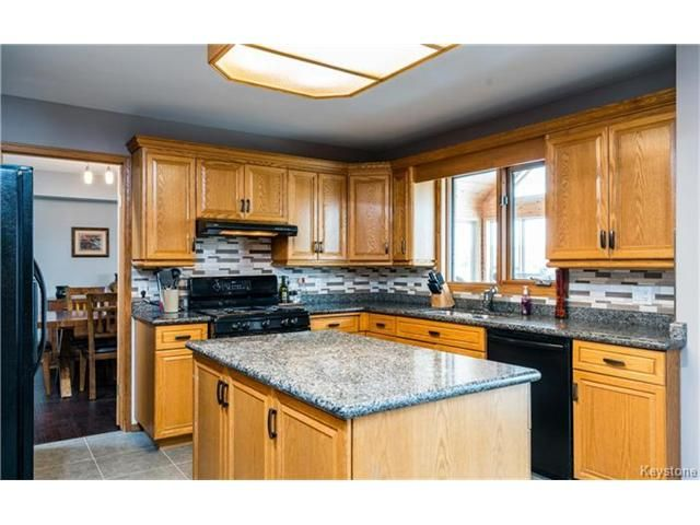 Photo 2: Photos: 35 Royal Park Crescent in Winnipeg: Southland Park Residential for sale (2K)  : MLS®# 1706238