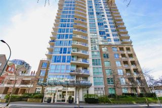 """Photo 17: 1901 120 MILROSS Avenue in Vancouver: Mount Pleasant VE Condo for sale in """"THE BRIGHTON"""" (Vancouver East)  : MLS®# R2341532"""
