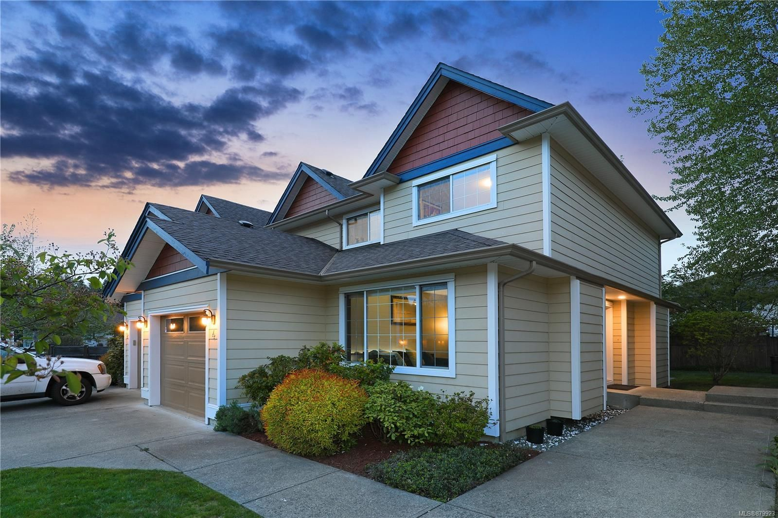 Main Photo: 4 2728 1st St in : CV Courtenay City Row/Townhouse for sale (Comox Valley)  : MLS®# 879923