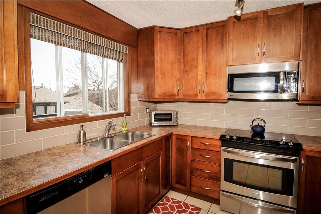 Photo 2: Photos: 52 BERKSHIRE Road NW in Calgary: Beddington Heights House for sale : MLS®# C4105449