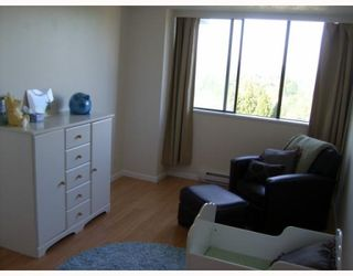 """Photo 10: 1103 3980 CARRIGAN Court in Burnaby: Government Road Condo for sale in """"DISCOVERY PLACE"""" (Burnaby North)  : MLS®# V788912"""