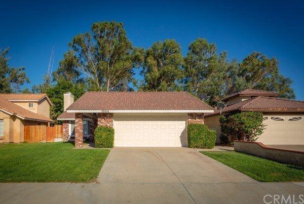 Main Photo: House for sale : 4 bedrooms : 39552 Crystal Lake Court in Murrieta
