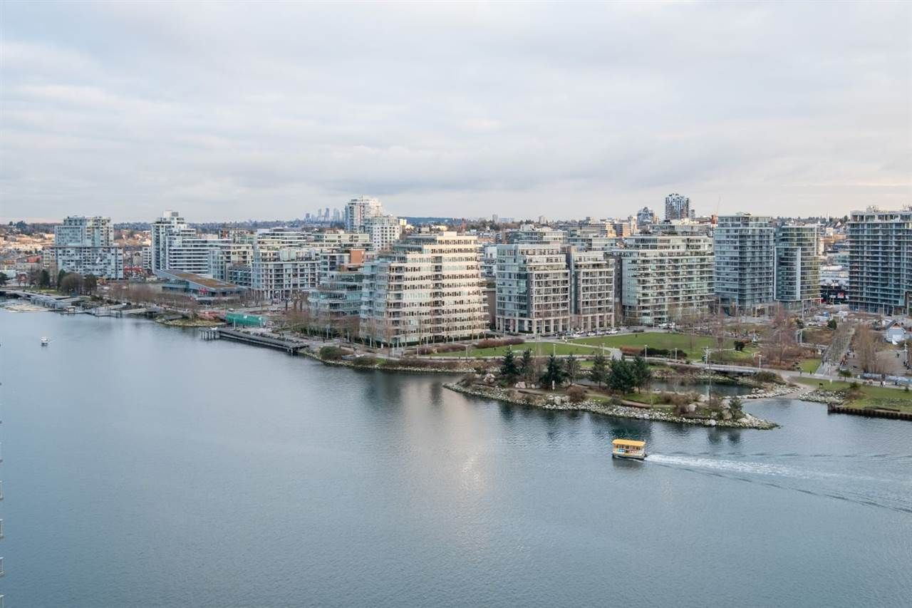 Main Photo: 1906 918 Cooperage Way in Vancouver: Yaletown Condo for sale (Vancouver West)  : MLS®# R2539627