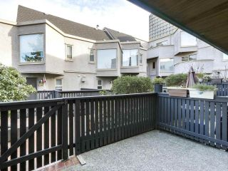 Photo 2: 12 870 W 7TH Avenue in Vancouver: Fairview VW Townhouse for sale (Vancouver West)  : MLS®# R2436004