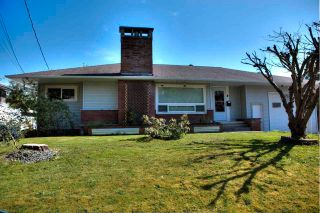 Photo 1: 46590 RIVERSIDE Drive in Chilliwack: Chilliwack N Yale-Well House for sale : MLS®# R2579269