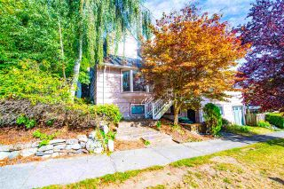 Photo 2: 3122 COURTENAY Street in Vancouver: Point Grey House for sale (Vancouver West)  : MLS®# R2499822