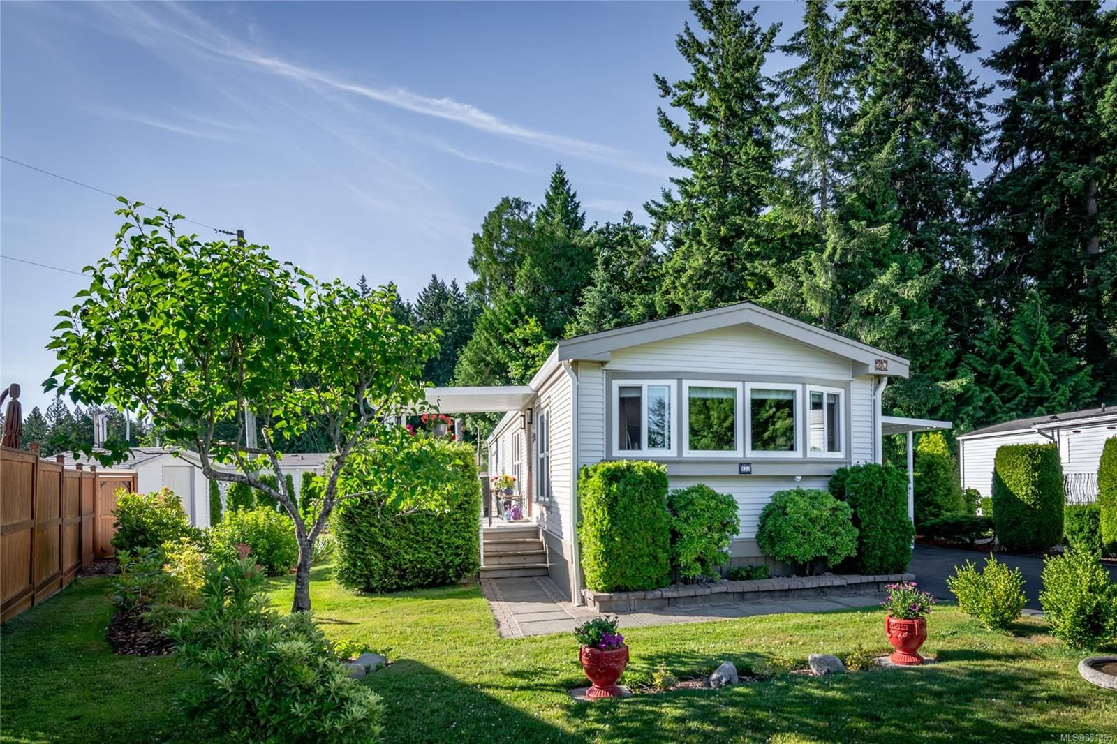 Main Photo: 20 2301 Arbot Rd in : Na North Nanaimo Manufactured Home for sale (Nanaimo)  : MLS®# 881365
