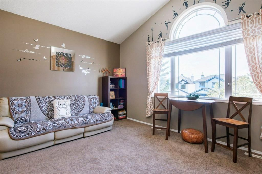 Photo 18: Photos: 10 MT BREWSTER Circle SE in Calgary: McKenzie Lake Detached for sale : MLS®# A1025122