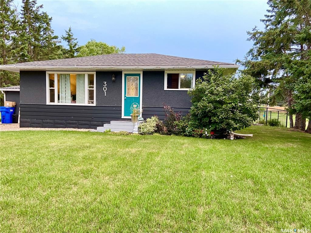 Main Photo: 301 March Avenue East in Langenburg: Residential for sale : MLS®# SK867335