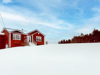 Photo 1: 1248 Conquerall Road in Conquerall Mills: 405-Lunenburg County Residential for sale (South Shore)  : MLS®# 202101420